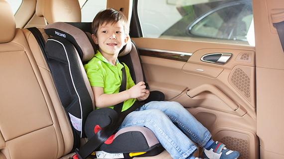 Дети до 12 лет ездят на переднем сиденье с детским креслом