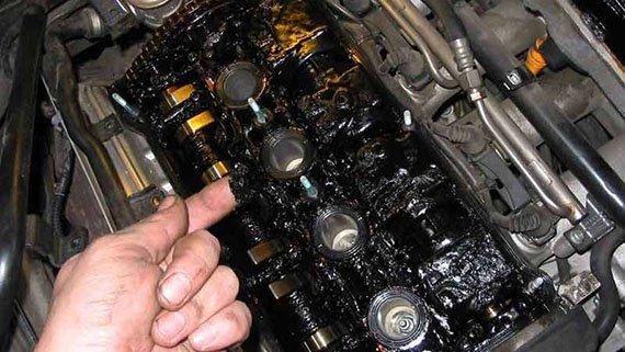 Сколько заливать масла в двигатель